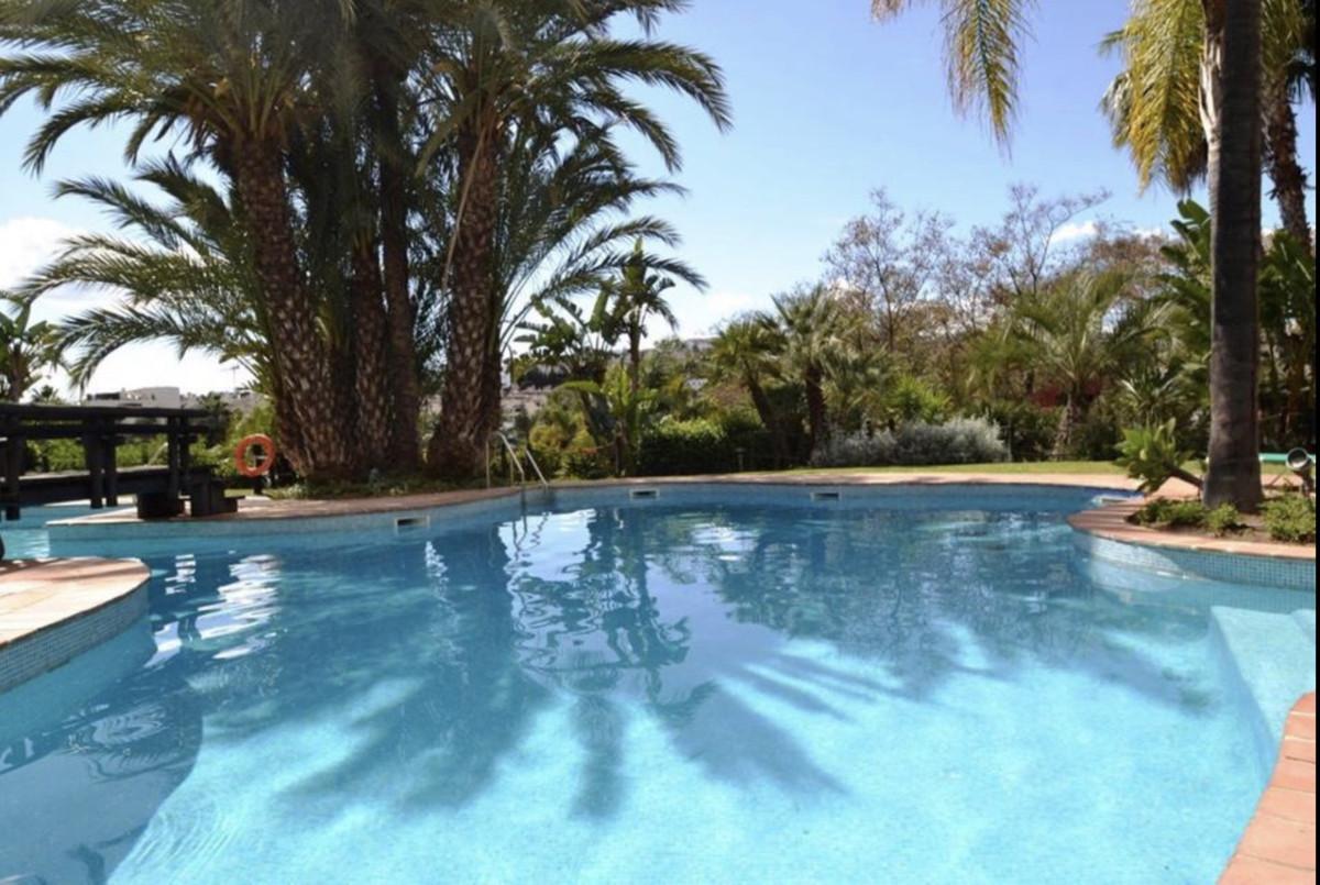 Middle Floor Apartment, Atalaya, Costa del Sol. 2 Bedrooms, 2 Bathrooms, Built 140 m², Terrace 20 m²,Spain