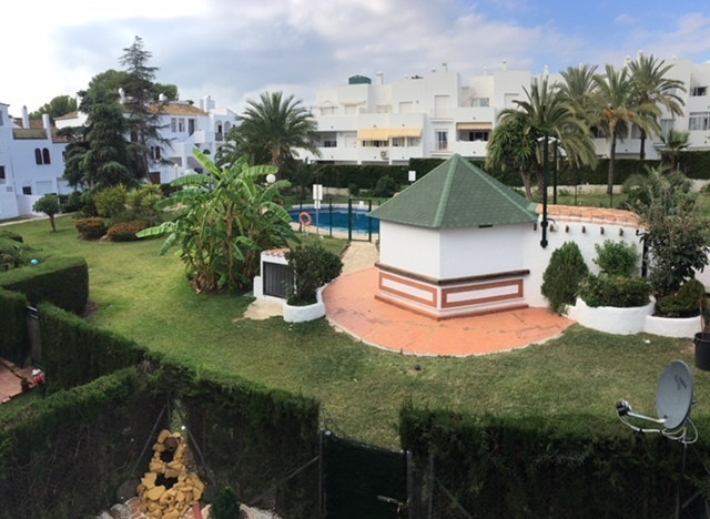 Nice apartment in El Paraiso, Estepona. 2 bedrooms, 2 bathrooms. Furnished and full equipped kitchen,Spain