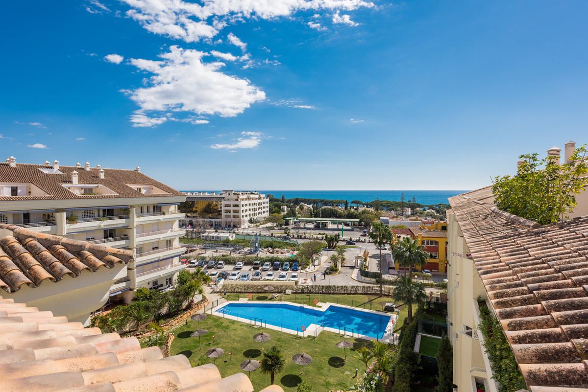 Penthouse, Nagueles, Costa del Sol. 4 Bedrooms, 4 Bathrooms, Built 200 m², Terrace 130 m².  Setting ,Spain
