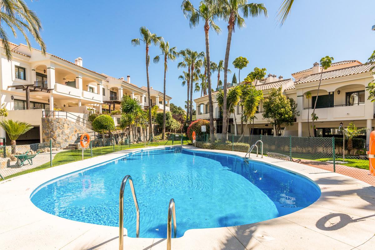 Townhouse, Benahavis, Costa del Sol. 3 Bedrooms, 3 Bathrooms, Built 300 m², Terrace 40 m².  Setting ,Spain