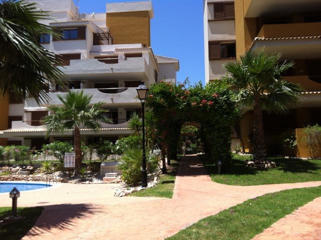 un piso ubicado en Senorio de Punta Prima de Torrevieja Costa Blanca en 100 m hasta al mar y la play,Spain