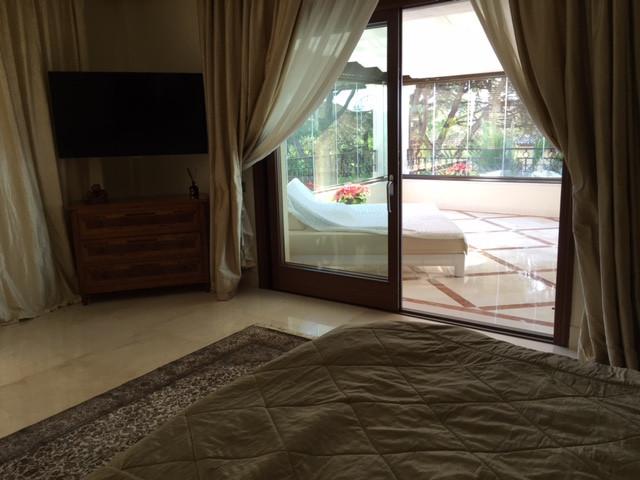 Apartamento con 4 Dormitorios en Venta Los Monteros