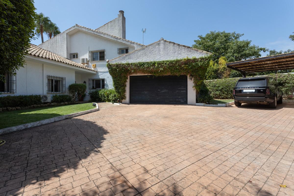 Villa  Semi Detached for rent  in Guadalmina Baja