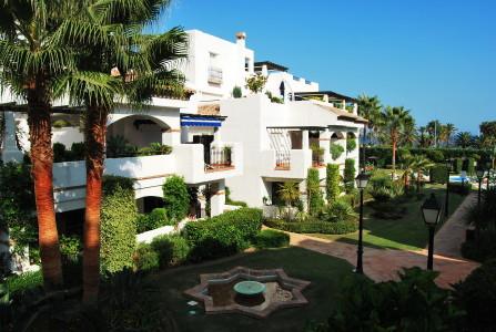 Fabulous first floor apartment in a gated development first line of san Pedro de alcantara promenade,Spain