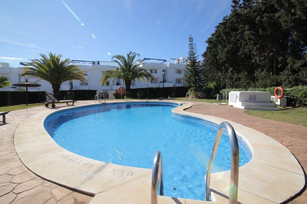This is a fantastic property in Sun Gardens,  El Paraiso. 2 bedrooms, 2 bathrooms, private garden, w,Spain