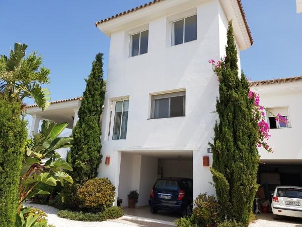 Detached Villa, Estepona, Costa del Sol. 5 Bedrooms, 5 Bathrooms, Built 365 m², Terrace 100,Spain