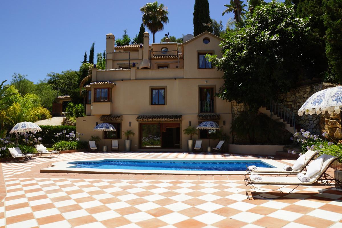 Villa 5 Dormitorios en Venta Los Almendros