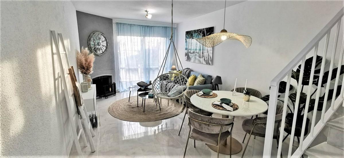 Rijhuis te koop in Estepona R3551332