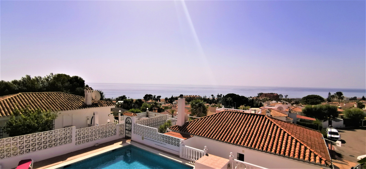 Nice reformed 2 BED/2 BATH townhouse with a private garden and a sensational panoramic sea view. On ,Spain