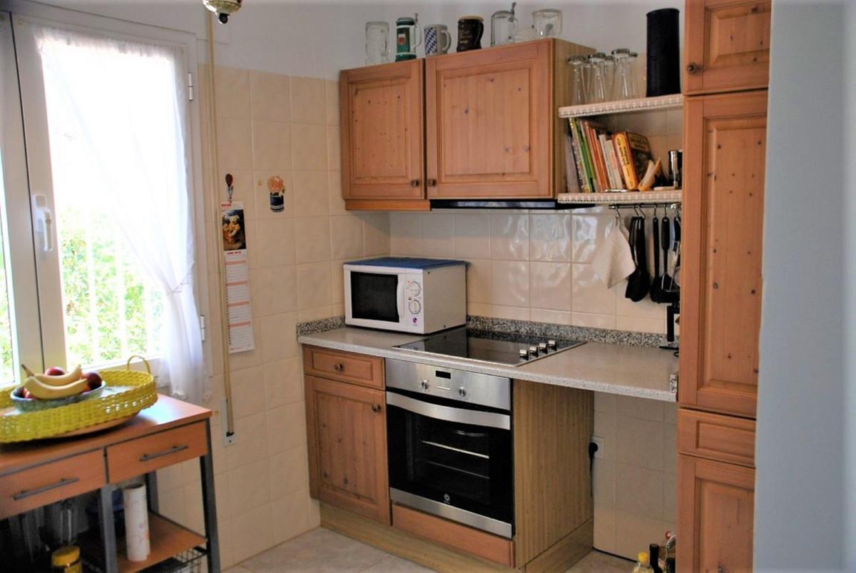 House in Estepona R3213358 18
