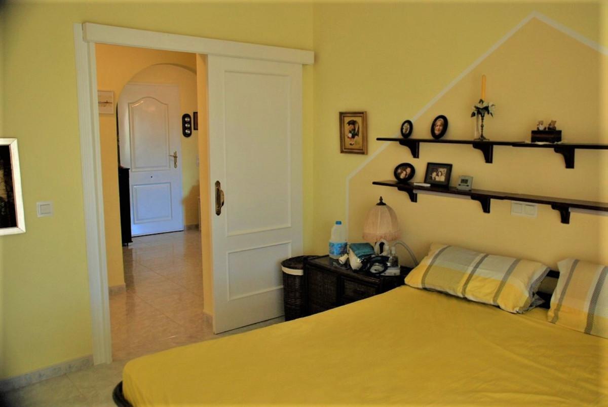 House in Estepona R3213358 21
