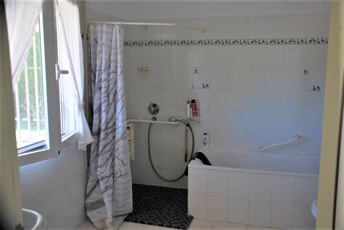 House in Estepona R3213358 23