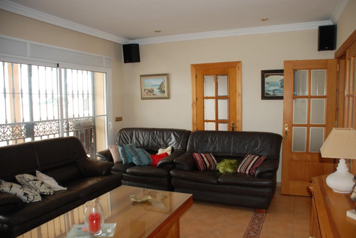 House in Estepona R2598008 10