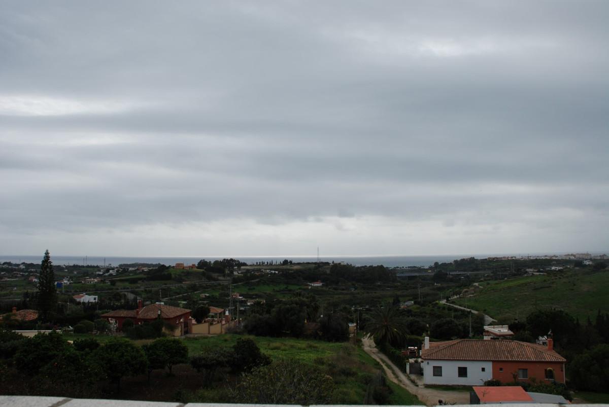 House in Estepona R2598008 13