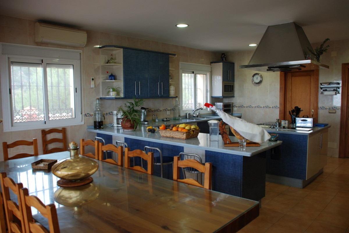 House in Estepona R2598008 16