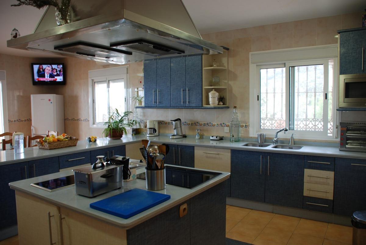 House in Estepona R2598008 17