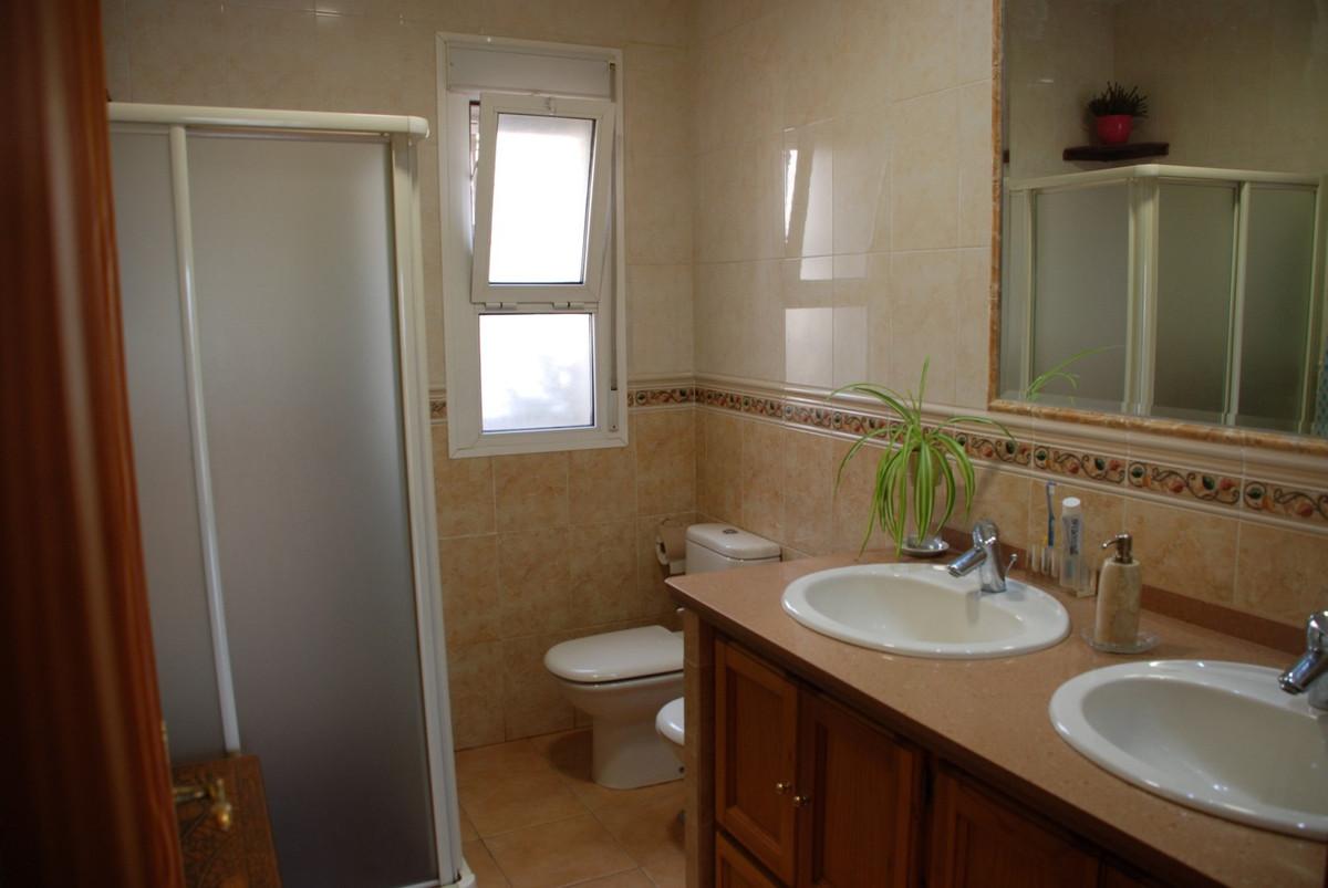 House in Estepona R2598008 20