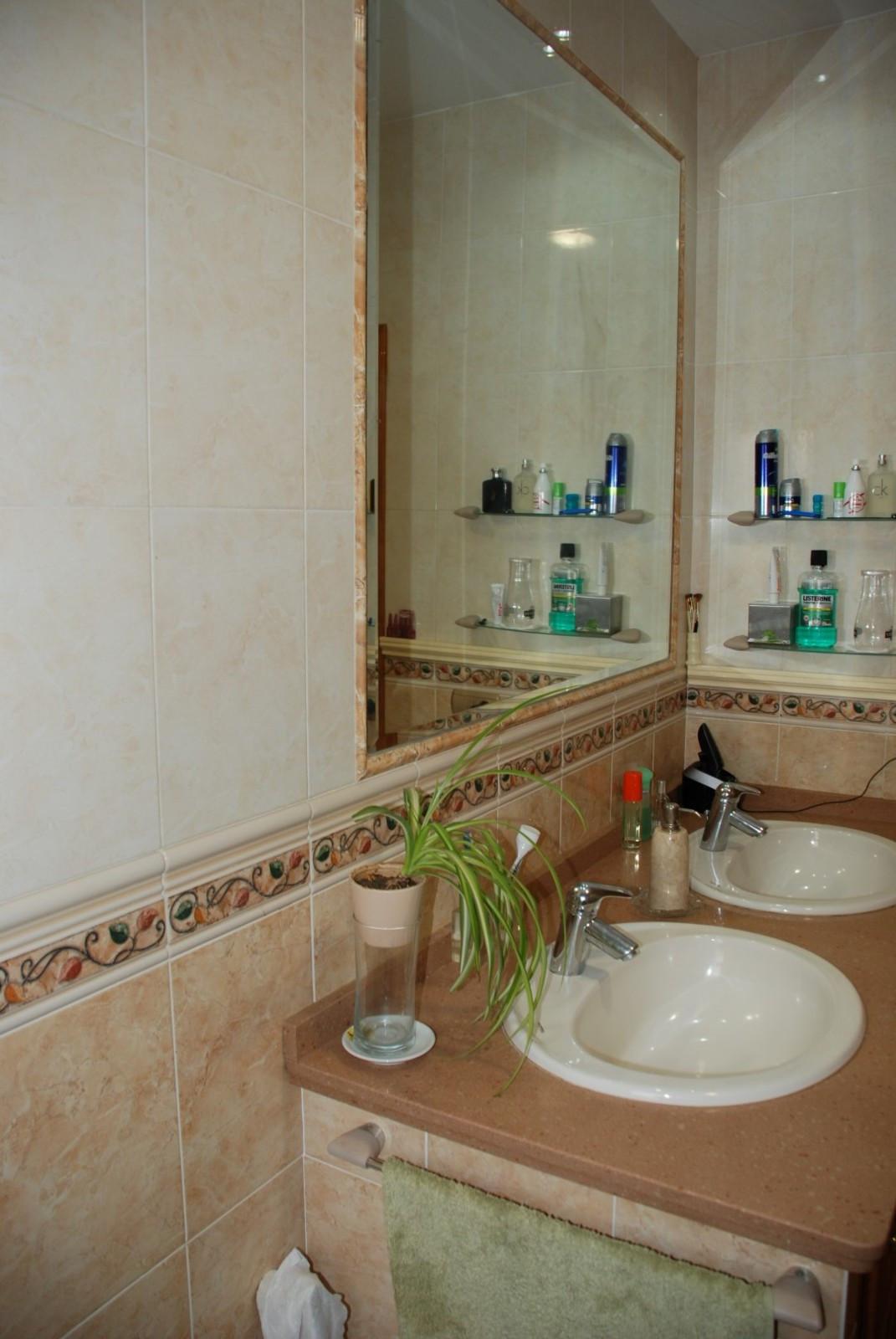 House in Estepona R2598008 23