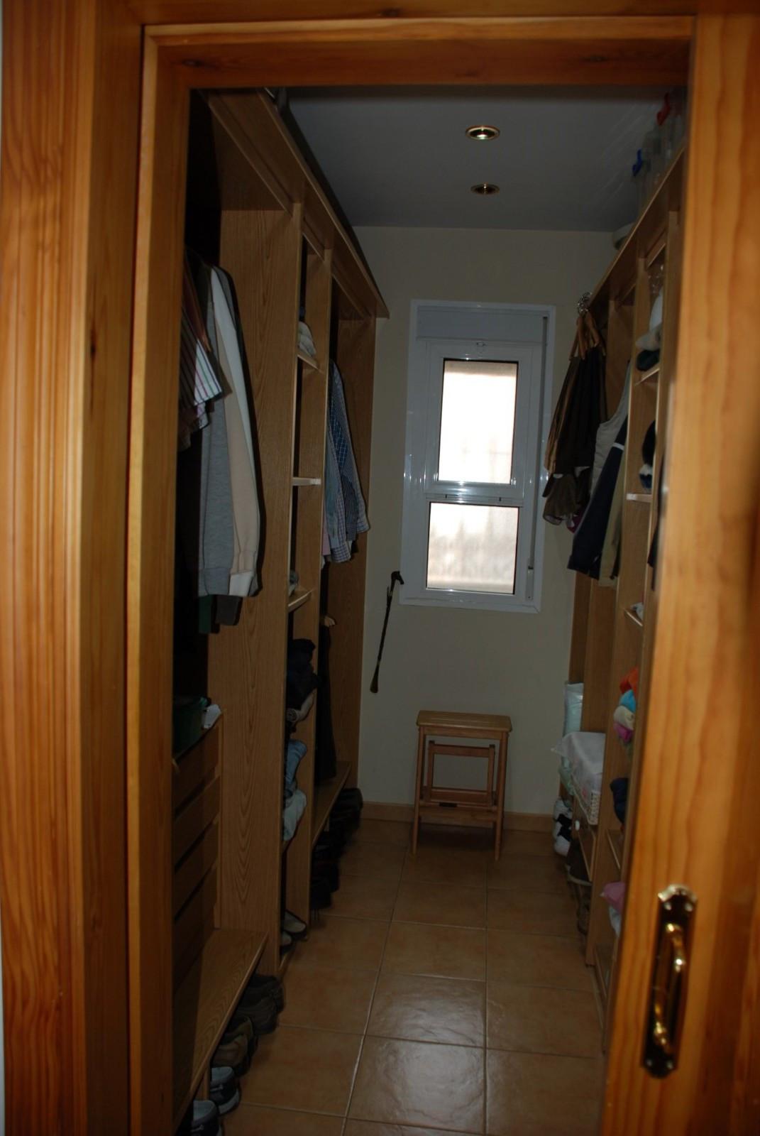 House in Estepona R2598008 24