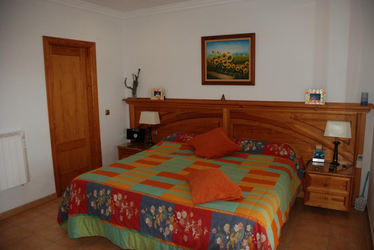 House in Estepona R2598008 27