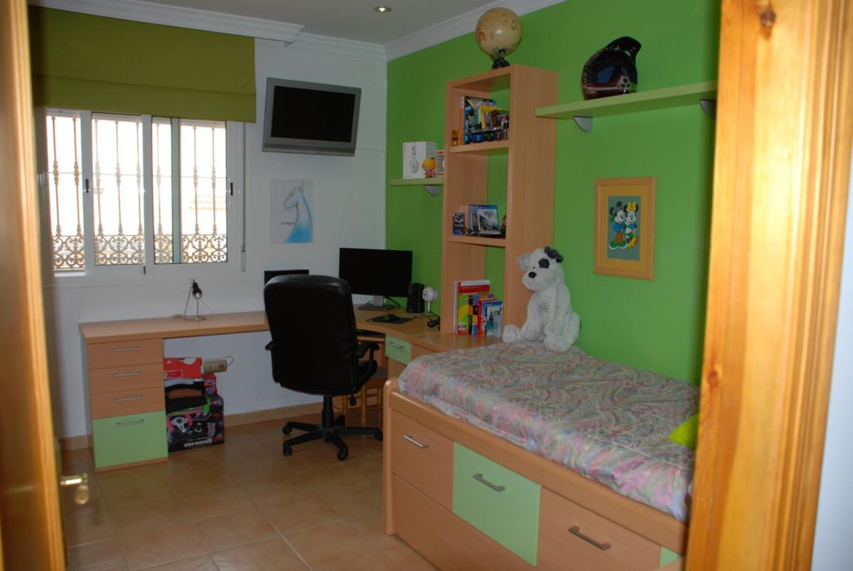 House in Estepona R2598008 29
