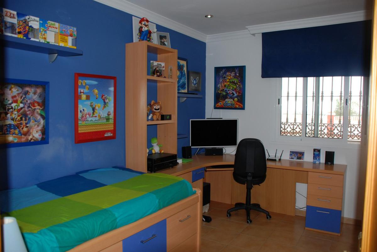 House in Estepona R2598008 31