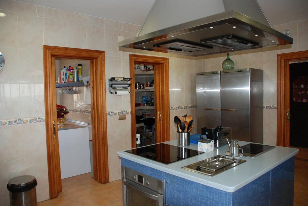 House in Estepona R2598008 43