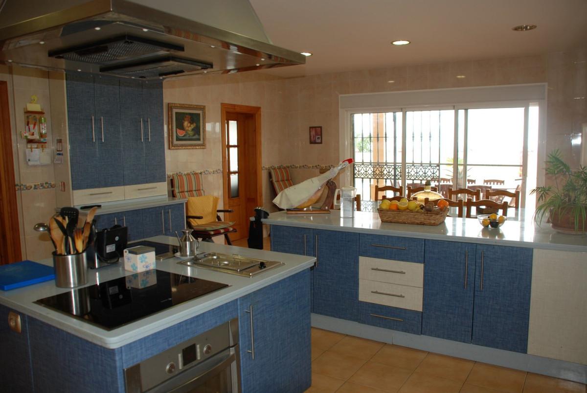 House in Estepona R2598008 48