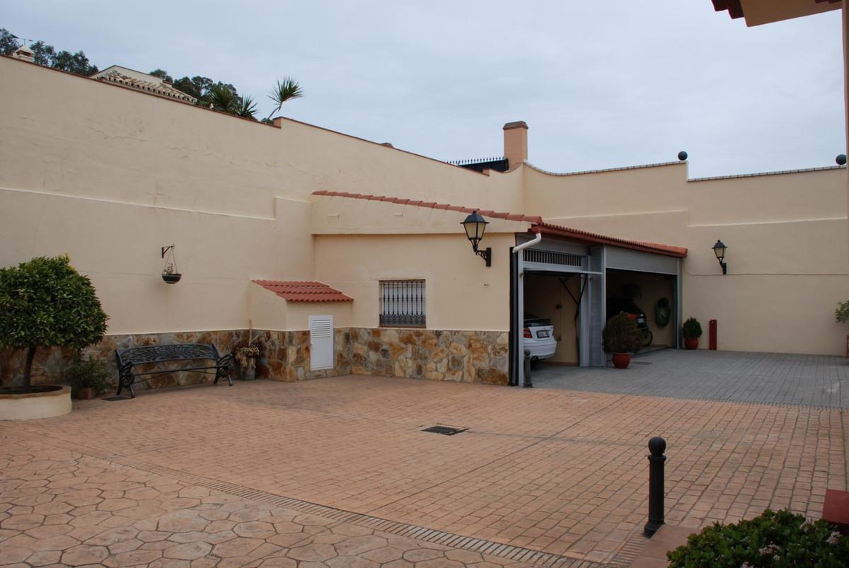 House in Estepona R2598008 49