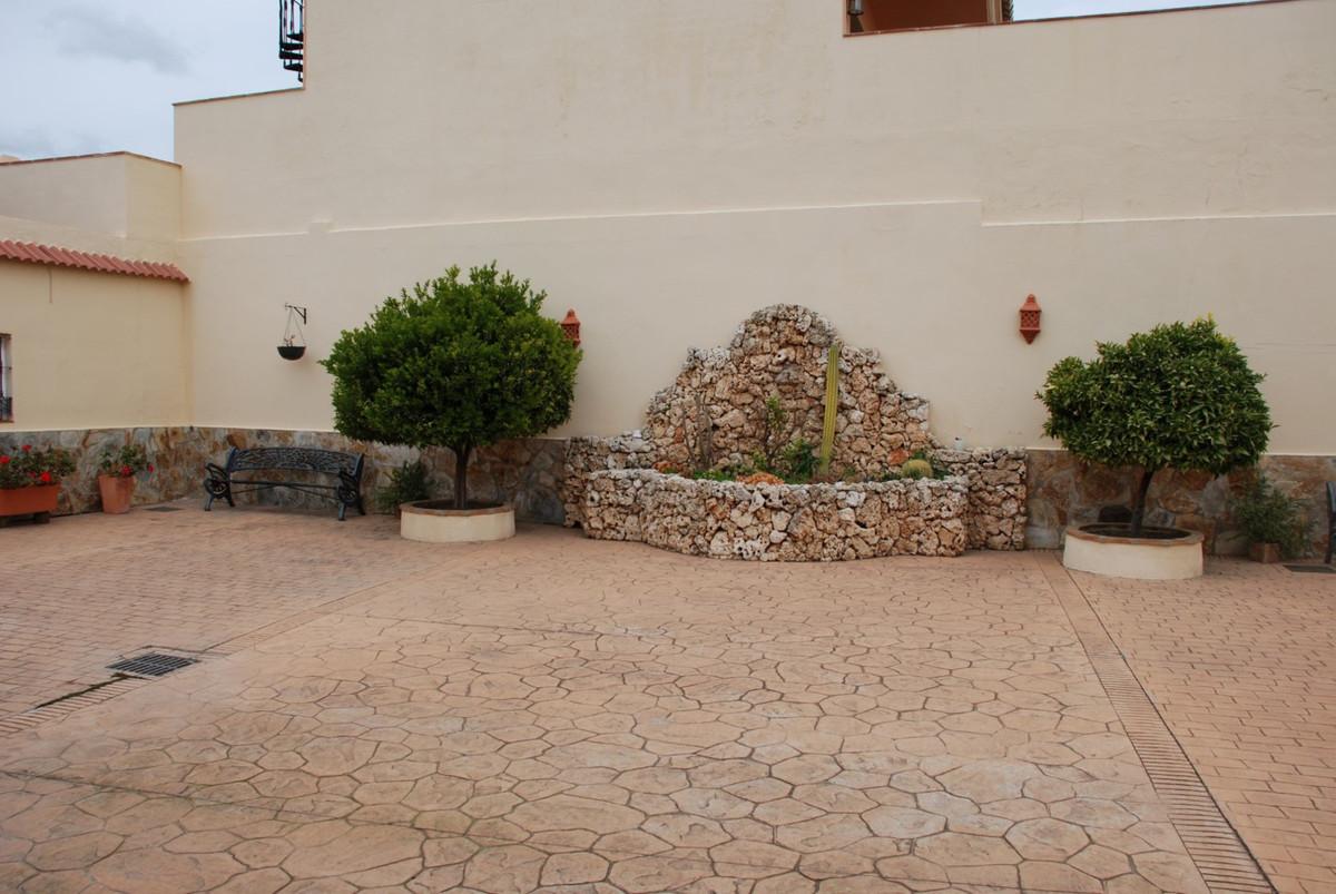 House in Estepona R2598008 50