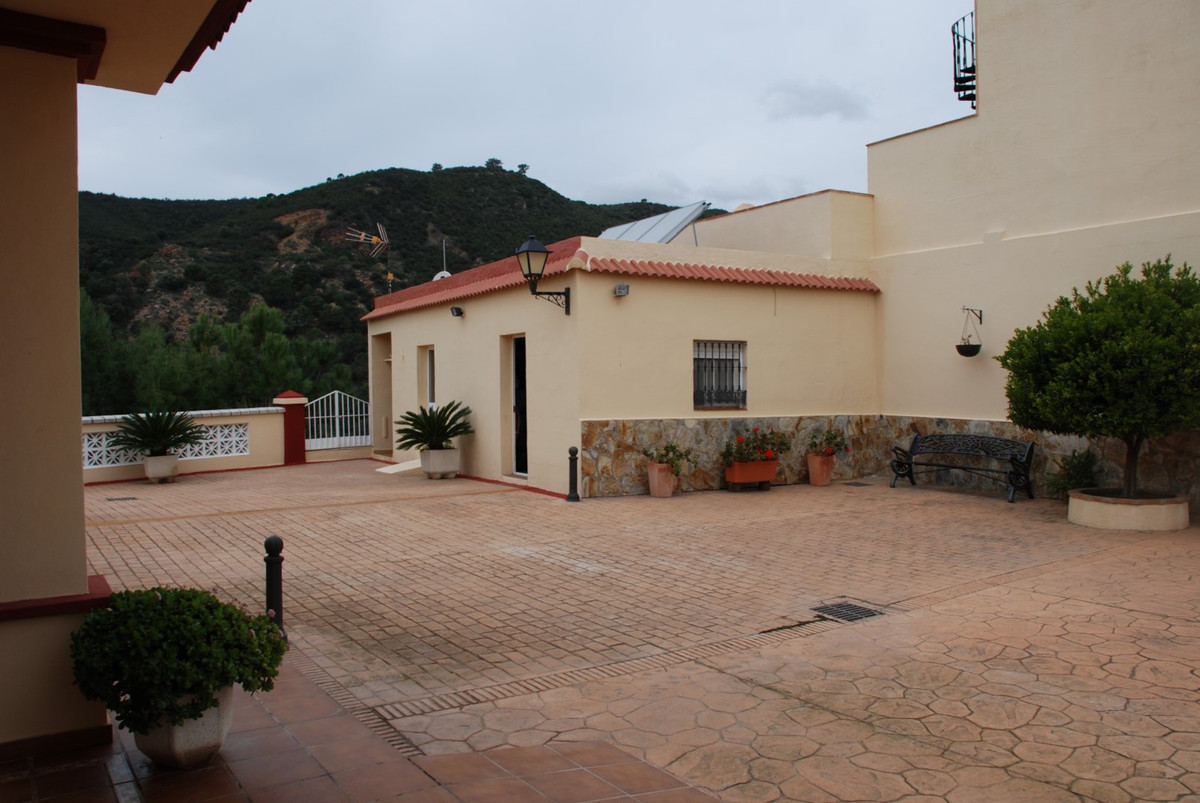 House in Estepona R2598008 52
