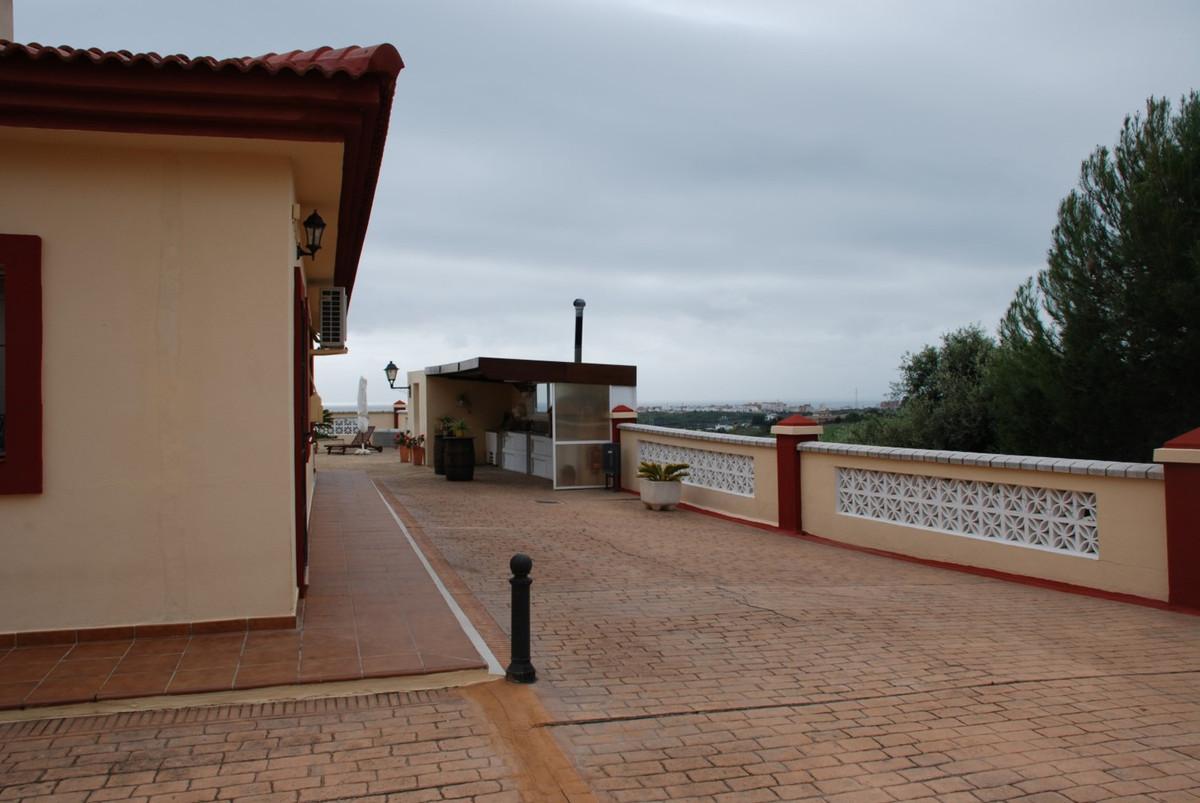 House in Estepona R2598008 53