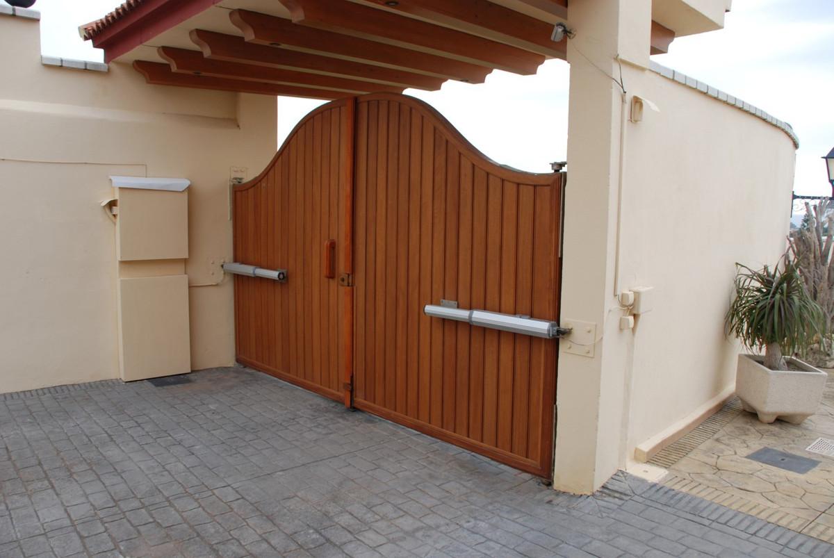 House in Estepona R2598008 7