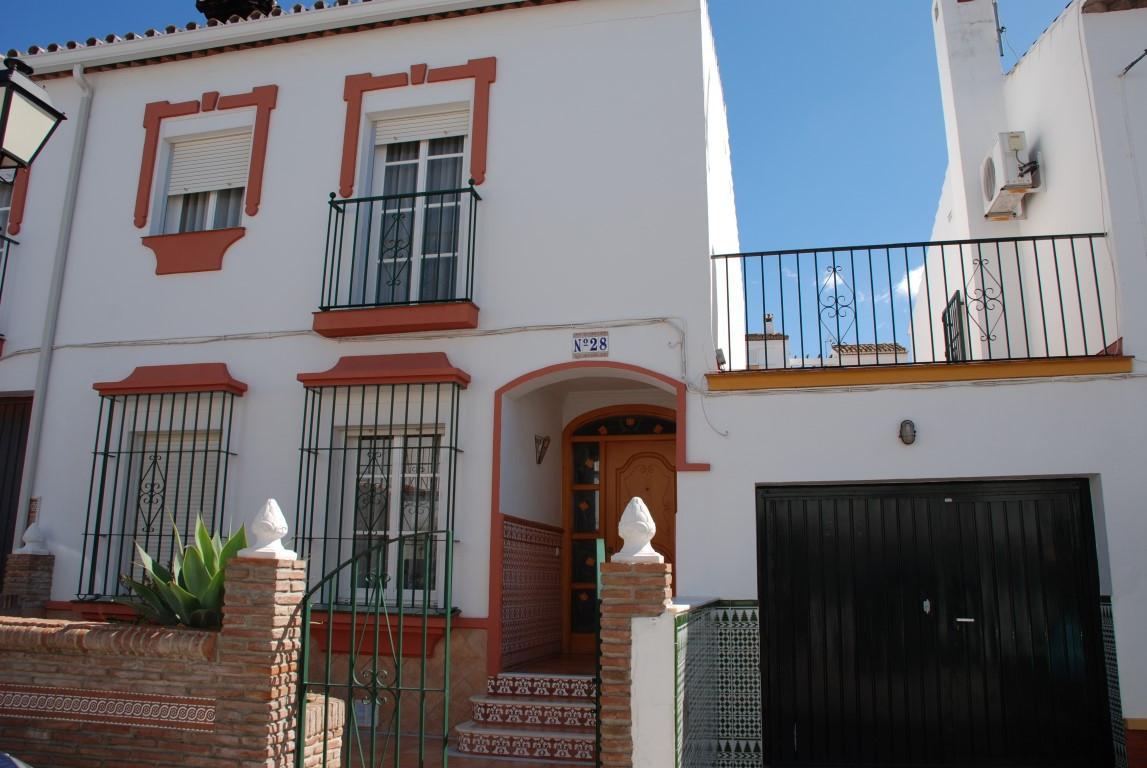 Townhouse in Estepona R2627582