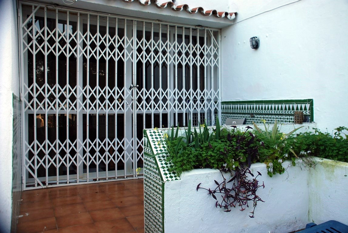 1 Bedroom Ground Floor Apartment For Sale Estepona, Costa del Sol - HP3332488