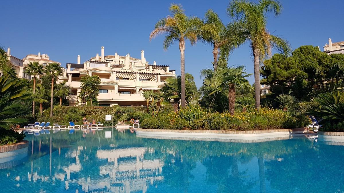 Nice apartment in the urbanization Capanes del Golf, between Marbella and Benahavis. This property h,Spain