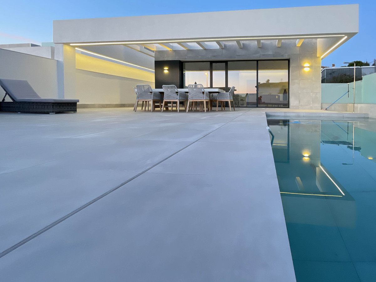 A newly built Villa with a modern style and high quality. This magnificent house is located in La Si,Spain
