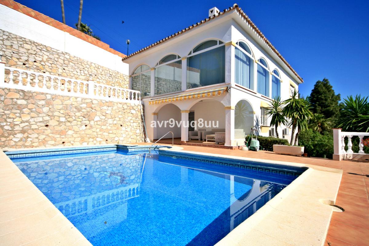 Freistehende Villa in Mijas Costa R3180424
