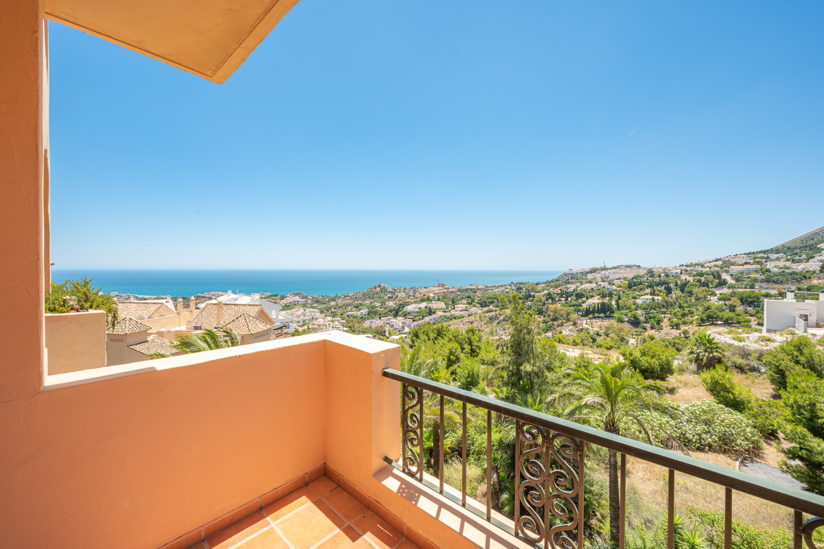 Something special has just arrived on the market ! This beautifully appointed 2 bedroom 2 bathroom w,Spain