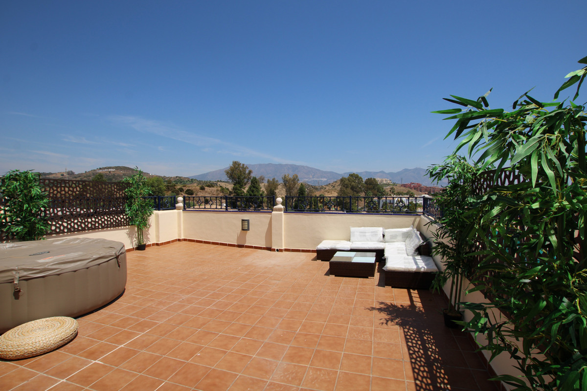 IMMACULATE, modern and very spacious townhouse set in the heart of the beautiful urbanisation of El ,Spain