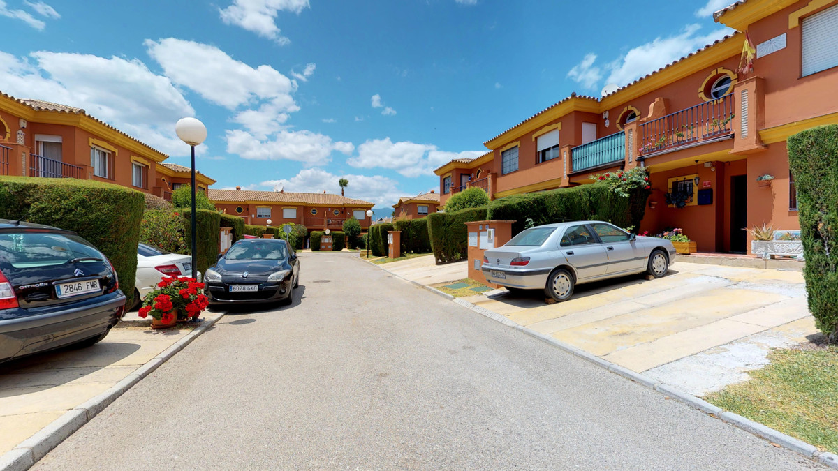 Beautiful townhouse in the area of Vista azur, Estepona. It is in a perfect area to live in, close tSpain