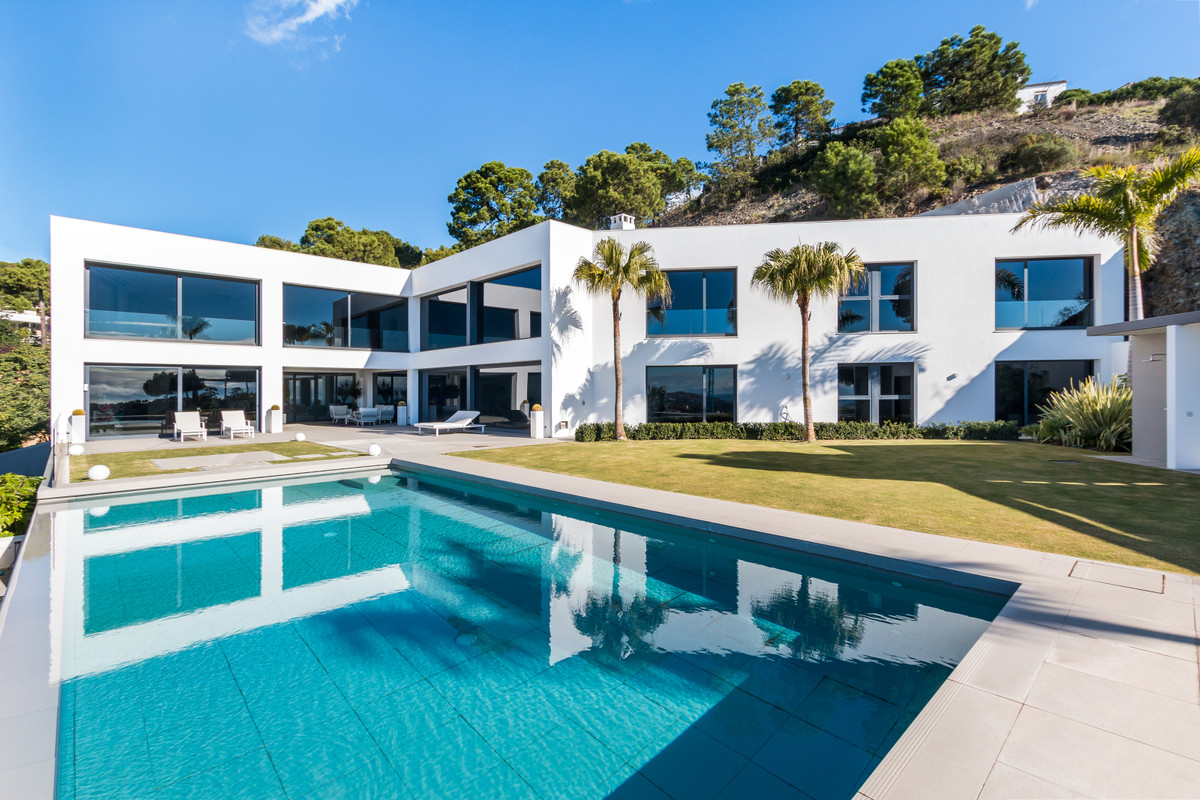 Immaculate modern Villa located below the Prestigious Zagaleta. Divided into 2 floors plus garage, t,Spain