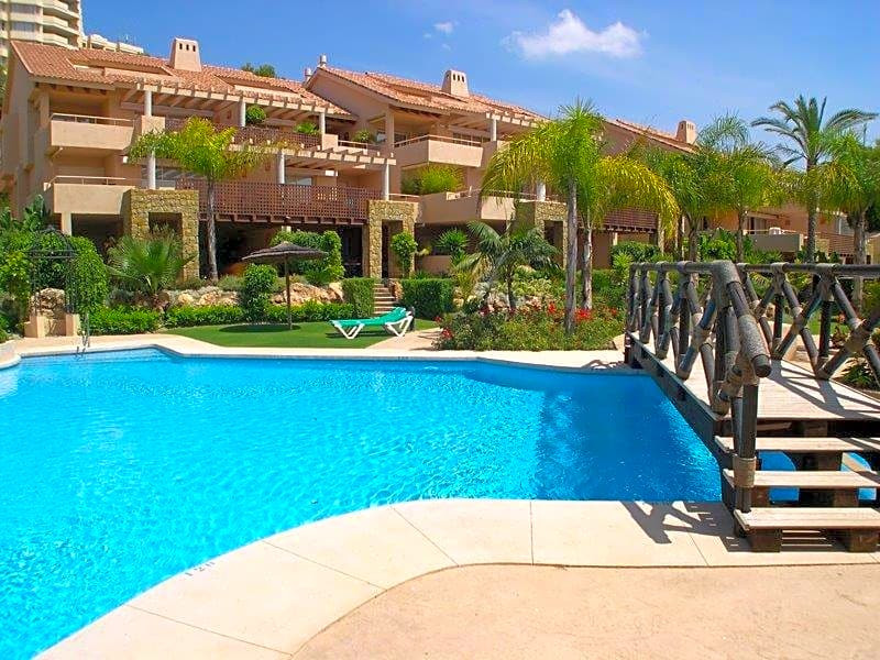 This open-plan flat is located in Urbanizacion Golf Garden, 29603, Marbella, Malaga, in the Rio Real,Spain