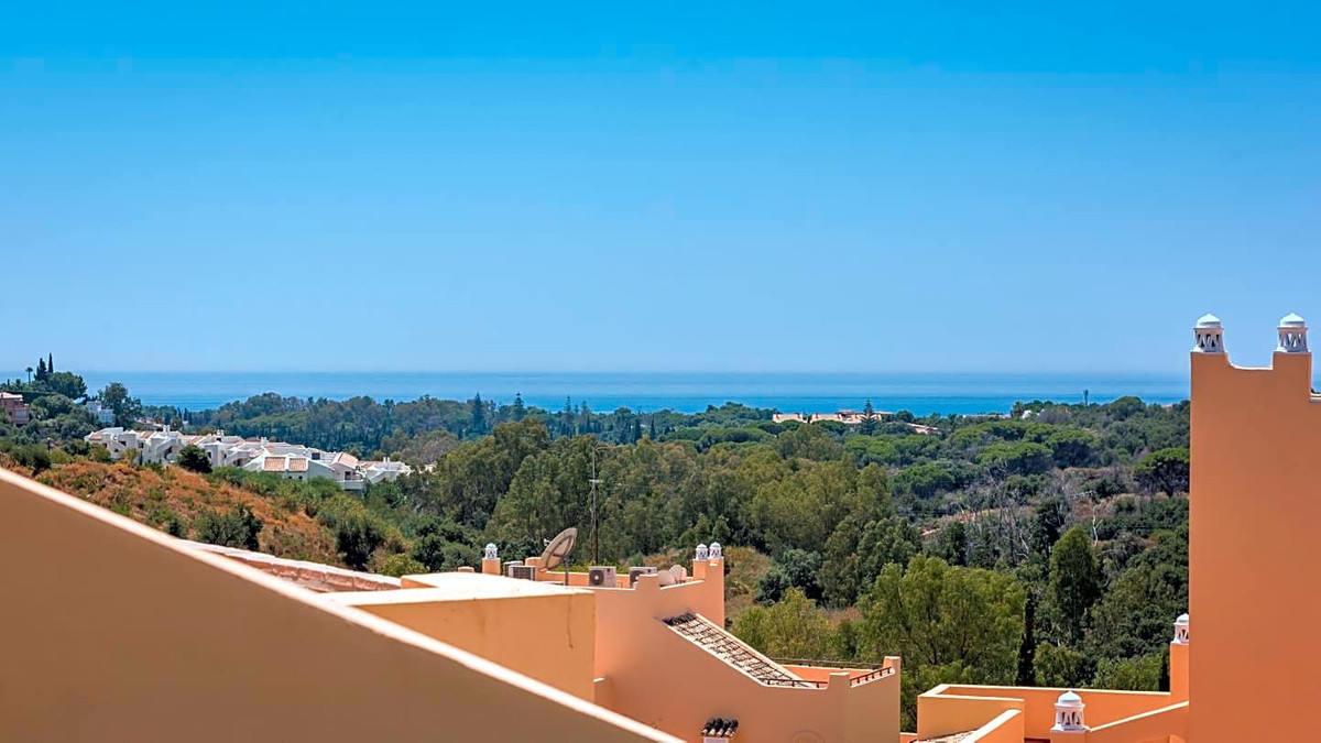 This magnificent flat is located in the private urbanization Santa Maria Village, in Elviria, 114 m2,Spain