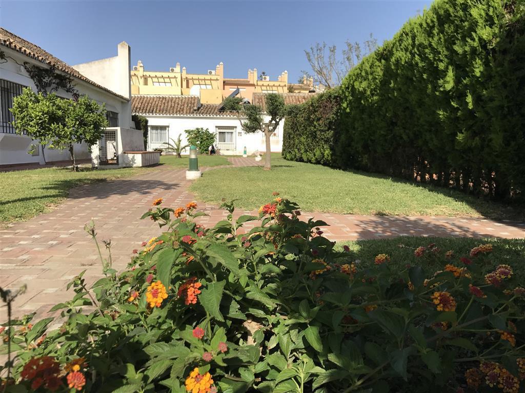 Villa in New Golden Mile