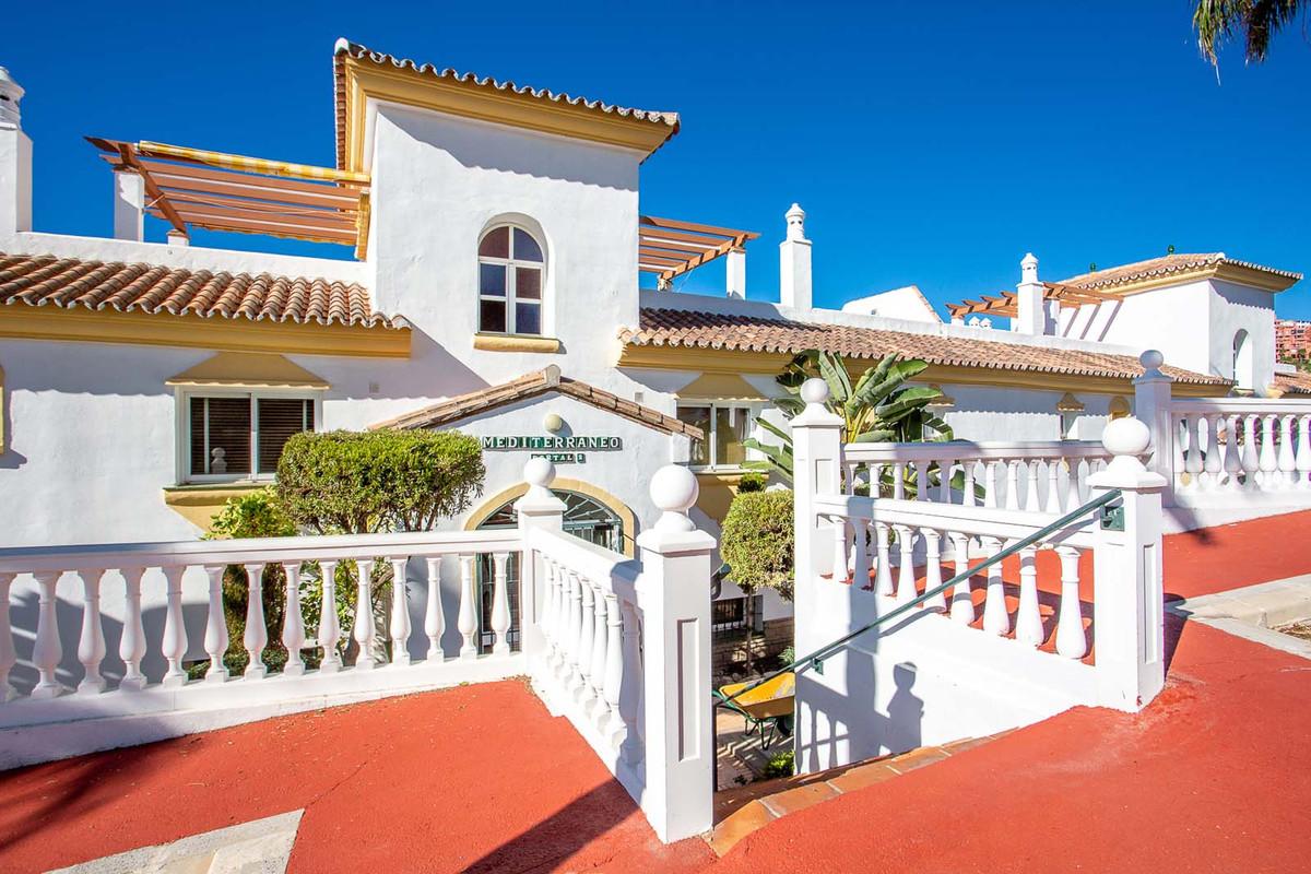 Fantastic west facing 2 bedroom, 2 bathroom apartment situated in the popular urbanisation Mediterra,Spain