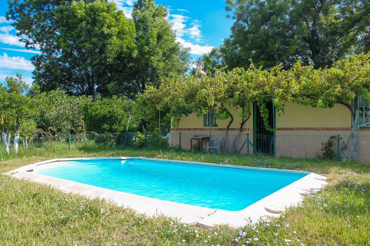 Grundstück zu verkaufen in Alhaurín de la Torre R3795538