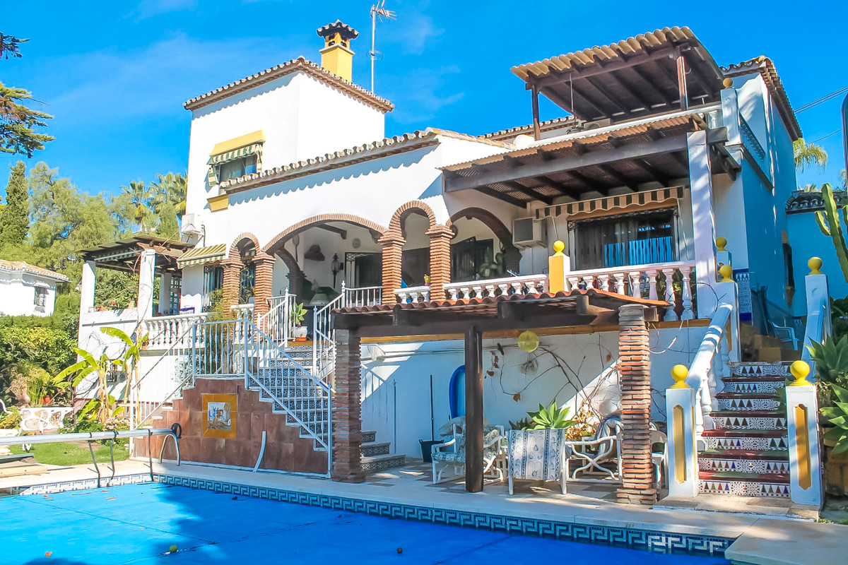 Villa, Detached  for sale    in Sierrezuela