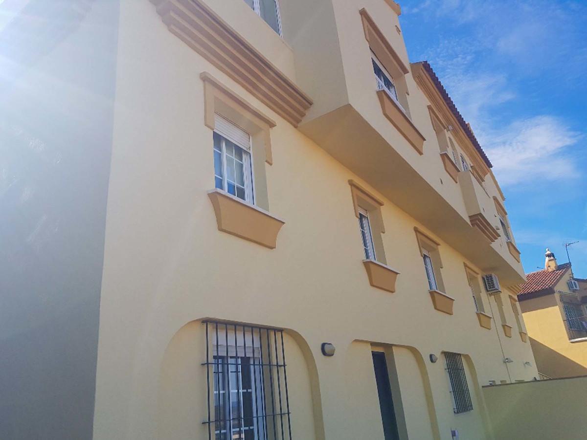 Absolutely beautiful semi detached house located in upper Alhaurin de la Torre in a quiet urbanizati,Spain