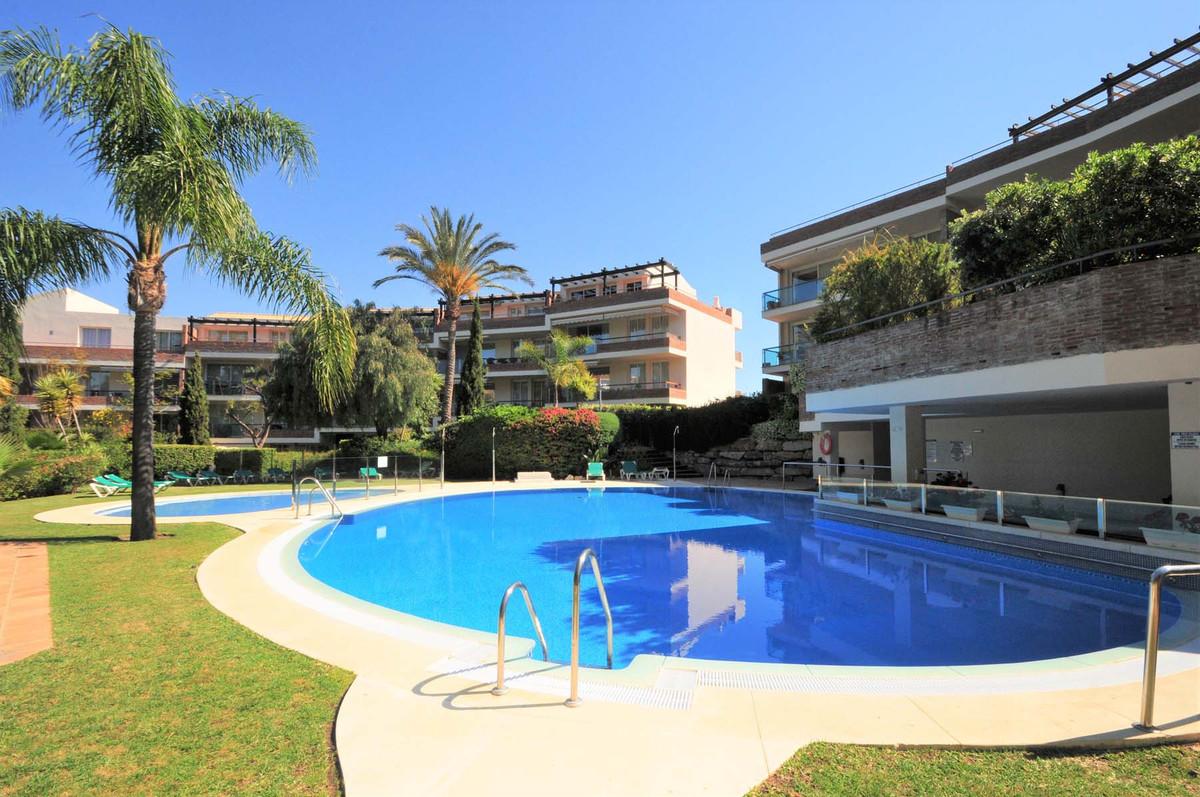 Middle Floor Apartment in Miraflores R3076387